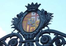 armoiries sur le portail d'entrée du château de Rambures