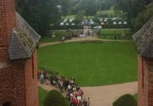 Foule de visiteurs au château de Rambures mysteres à rambures 2